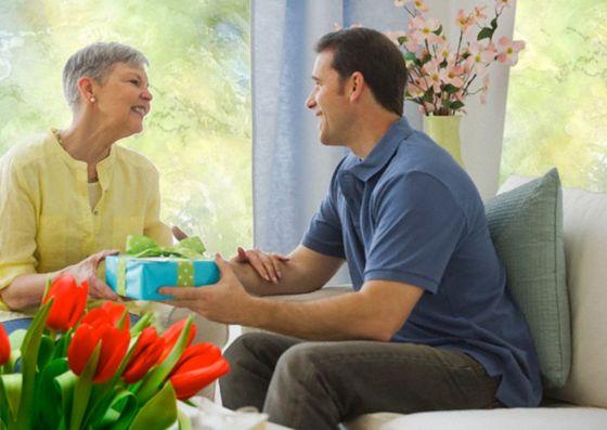 Что подарить маме на 8 Марта: несколько интересных и необычных идей