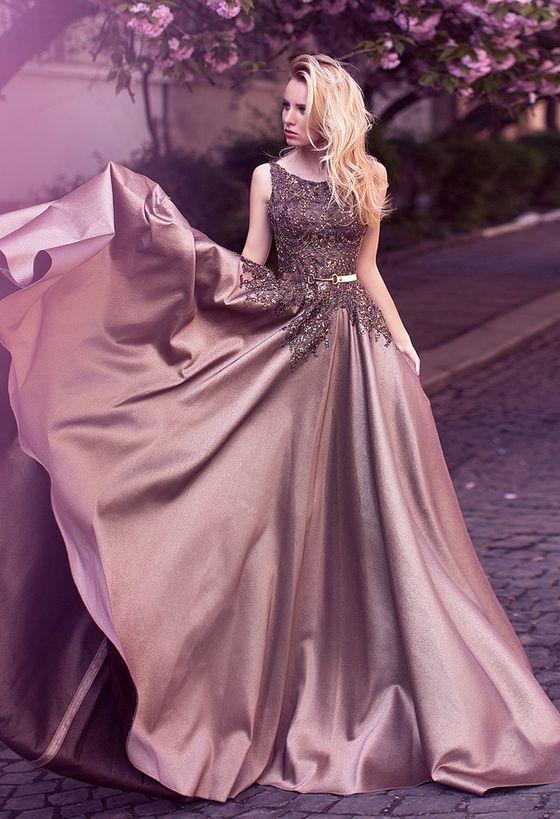 Дизайнерские вечерние платья: фасоны, цвета, особенности