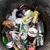 Центральний дитячий майданчик Глухова перетворився на смітник (фото)