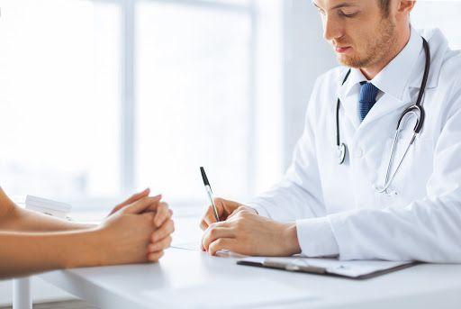 Признаки и симптомы, которые являются поводом для обращения за помощью нарколога