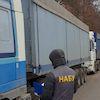 """""""Хотіли незаконно продати"""". На Сумщині слідчі НАБУ заарештували 7 фур з насінням Держрезерву"""