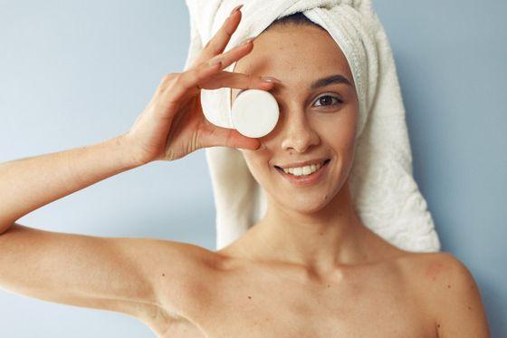 Догляд за обличчям: 5 ефективних компонентів косметики
