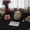 В честь 160-ї річниці перепоховання Тараса Шевченка у Глухів привезли посмертну маску Кобзаря та організували філателістичну виставку